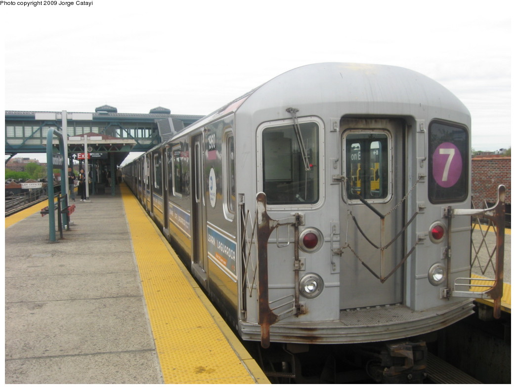 (167k, 1044x788)<br><b>Country:</b> United States<br><b>City:</b> New York<br><b>System:</b> New York City Transit<br><b>Line:</b> IRT Flushing Line<br><b>Location:</b> Junction Boulevard <br><b>Route:</b> 7<br><b>Car:</b> R-62A (Bombardier, 1984-1987)  1970 <br><b>Photo by:</b> Jorge Catayi<br><b>Date:</b> 5/2/2009<br><b>Viewed (this week/total):</b> 0 / 1114