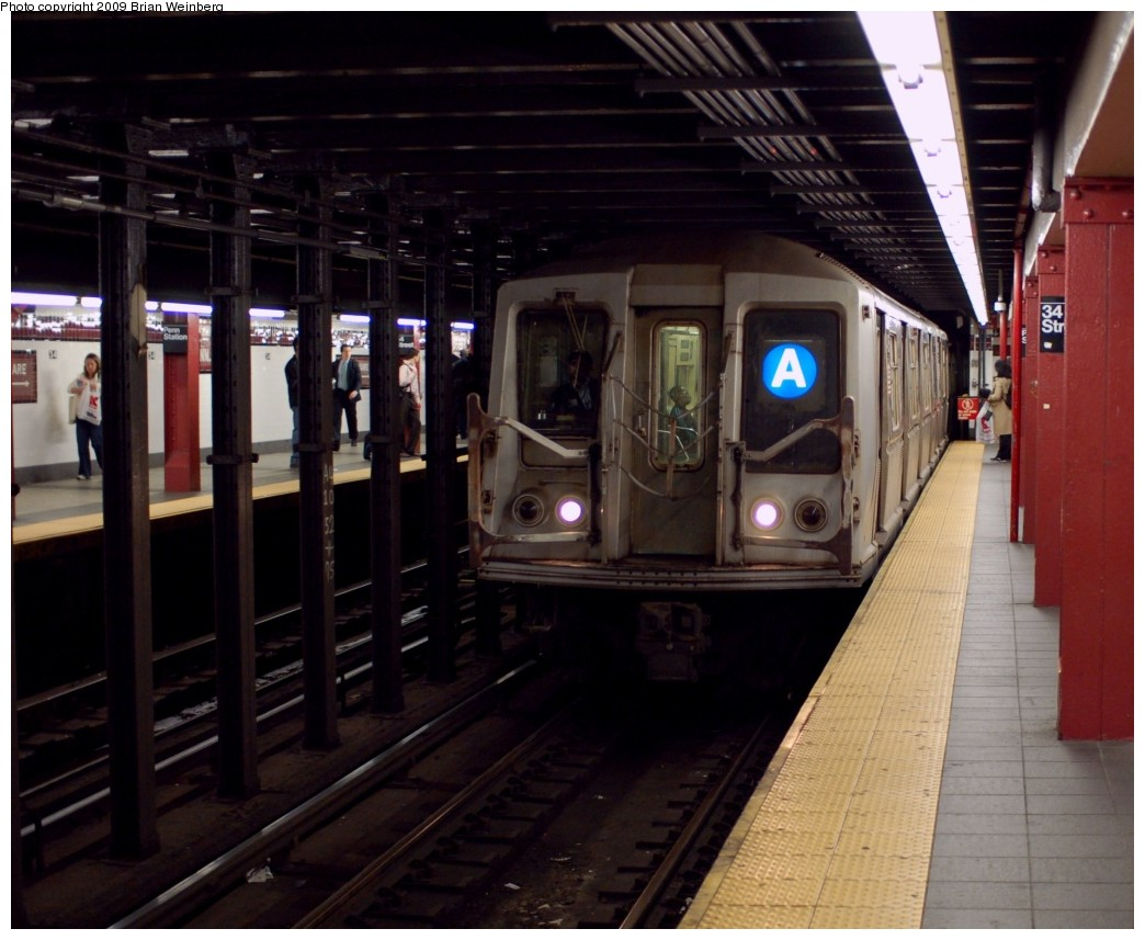 (243k, 1044x857)<br><b>Country:</b> United States<br><b>City:</b> New York<br><b>System:</b> New York City Transit<br><b>Line:</b> IND 8th Avenue Line<br><b>Location:</b> 34th Street/Penn Station <br><b>Route:</b> A<br><b>Car:</b> R-40 (St. Louis, 1968)  4425 <br><b>Photo by:</b> Brian Weinberg<br><b>Date:</b> 6/4/2009<br><b>Viewed (this week/total):</b> 1 / 1501