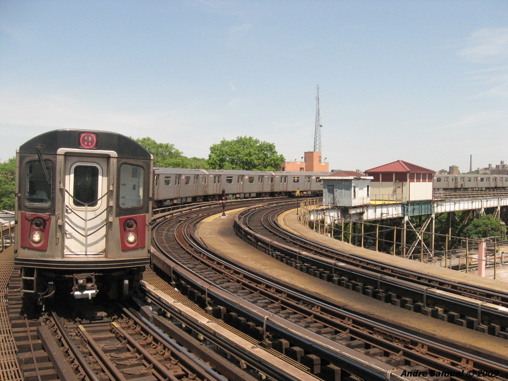 (262k, 1024x768)<br><b>Country:</b> United States<br><b>City:</b> New York<br><b>System:</b> New York City Transit<br><b>Line:</b> IRT White Plains Road Line<br><b>Location:</b> West Farms Sq./East Tremont Ave./177th St. <br><b>Route:</b> 5<br><b>Car:</b> R-142 or R-142A (Number Unknown)  <br><b>Photo by:</b> Andre Samuel<br><b>Date:</b> 5/25/2009<br><b>Viewed (this week/total):</b> 0 / 1049