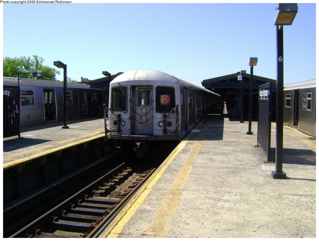 (233k, 1044x788)<br><b>Country:</b> United States<br><b>City:</b> New York<br><b>System:</b> New York City Transit<br><b>Line:</b> BMT Culver Line<br><b>Location:</b> Kings Highway <br><b>Route:</b> F<br><b>Car:</b> R-42 (St. Louis, 1969-1970)  4754 <br><b>Photo by:</b> Emmanuel Robinson<br><b>Date:</b> 6/1/2009<br><b>Viewed (this week/total):</b> 3 / 1346