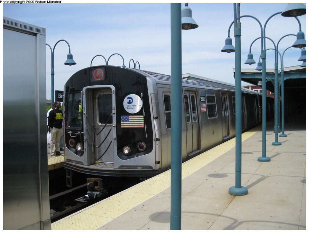 (184k, 1044x788)<br><b>Country:</b> United States<br><b>City:</b> New York<br><b>System:</b> New York City Transit<br><b>Line:</b> BMT Canarsie Line<br><b>Location:</b> Broadway Junction <br><b>Route:</b> L<br><b>Car:</b> R-143 (Kawasaki, 2001-2002) 8212 <br><b>Photo by:</b> Robert Mencher<br><b>Date:</b> 5/11/2009<br><b>Viewed (this week/total):</b> 1 / 864