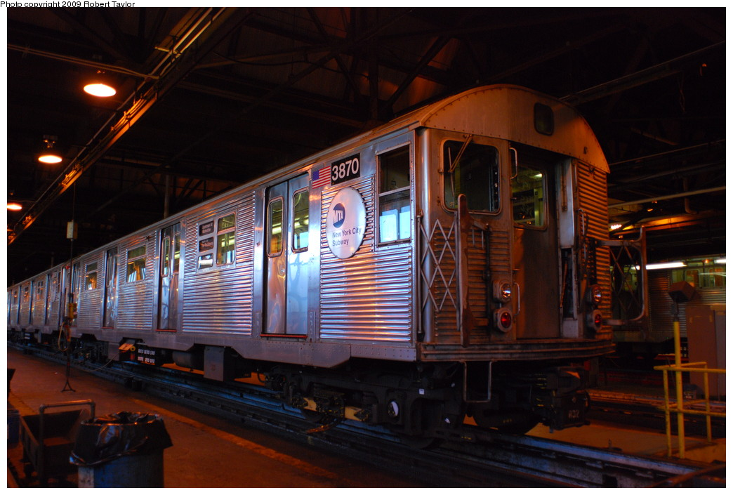 (256k, 1044x705)<br><b>Country:</b> United States<br><b>City:</b> New York<br><b>System:</b> New York City Transit<br><b>Location:</b> 207th Street Shop<br><b>Car:</b> R-32 (Budd, 1964)  3870 <br><b>Photo by:</b> Robert Taylor<br><b>Date:</b> 5/31/2009<br><b>Viewed (this week/total):</b> 0 / 553