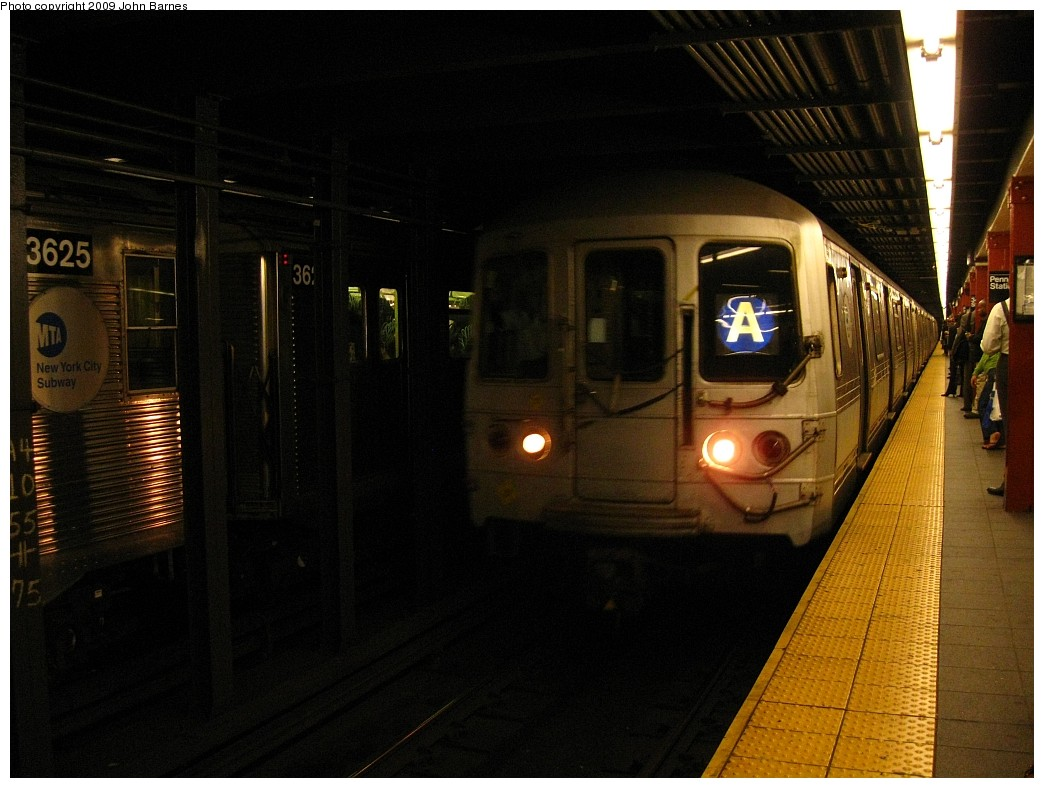 (193k, 1044x788)<br><b>Country:</b> United States<br><b>City:</b> New York<br><b>System:</b> New York City Transit<br><b>Line:</b> IND 8th Avenue Line<br><b>Location:</b> 34th Street/Penn Station <br><b>Route:</b> A<br><b>Car:</b> R-44 (St. Louis, 1971-73) 5338 <br><b>Photo by:</b> John Barnes<br><b>Date:</b> 6/10/2009<br><b>Viewed (this week/total):</b> 0 / 1496