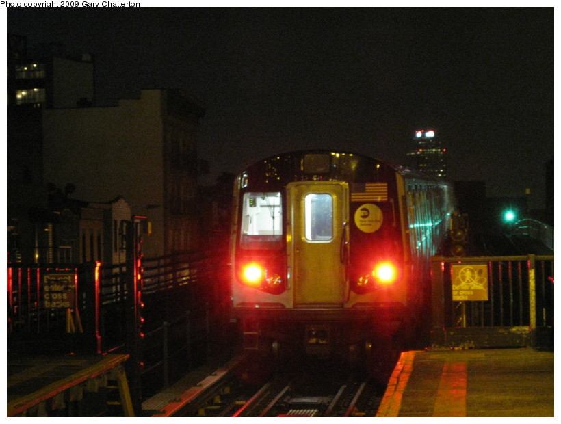 (117k, 820x620)<br><b>Country:</b> United States<br><b>City:</b> New York<br><b>System:</b> New York City Transit<br><b>Line:</b> BMT Astoria Line<br><b>Location:</b> Astoria Boulevard/Hoyt Avenue <br><b>Car:</b> R-160B (Option 1) (Kawasaki, 2008-2009)  9053 <br><b>Photo by:</b> Gary Chatterton<br><b>Date:</b> 5/17/2009<br><b>Viewed (this week/total):</b> 2 / 1096
