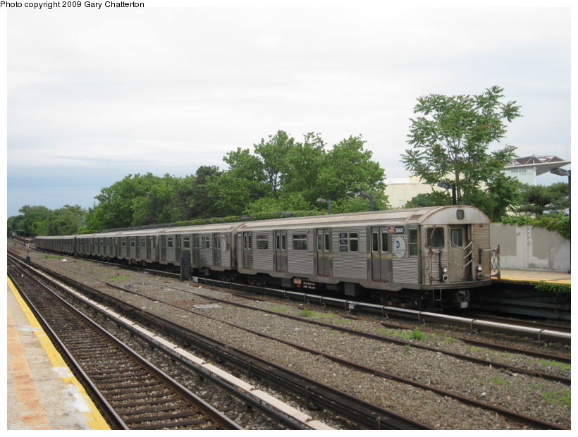 (145k, 820x620)<br><b>Country:</b> United States<br><b>City:</b> New York<br><b>System:</b> New York City Transit<br><b>Line:</b> IND Rockaway<br><b>Location:</b> Aqueduct/North Conduit Avenue <br><b>Route:</b> A<br><b>Car:</b> R-32 (Budd, 1964)  3660 <br><b>Photo by:</b> Gary Chatterton<br><b>Date:</b> 6/3/2009<br><b>Viewed (this week/total):</b> 0 / 797