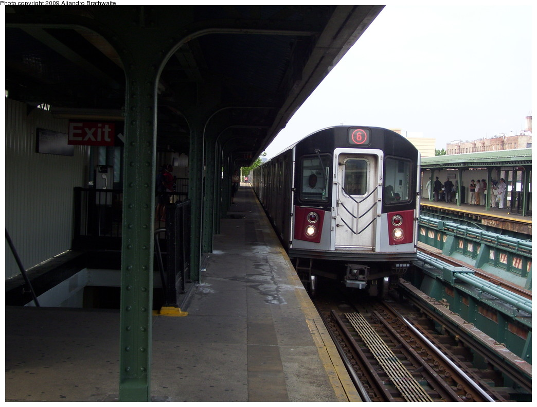 (196k, 1044x791)<br><b>Country:</b> United States<br><b>City:</b> New York<br><b>System:</b> New York City Transit<br><b>Line:</b> IRT Pelham Line<br><b>Location:</b> Westchester Square <br><b>Route:</b> 6<br><b>Car:</b> R-142A (Primary Order, Kawasaki, 1999-2002)  7520 <br><b>Photo by:</b> Aliandro Brathwaite<br><b>Date:</b> 6/8/2009<br><b>Viewed (this week/total):</b> 2 / 633