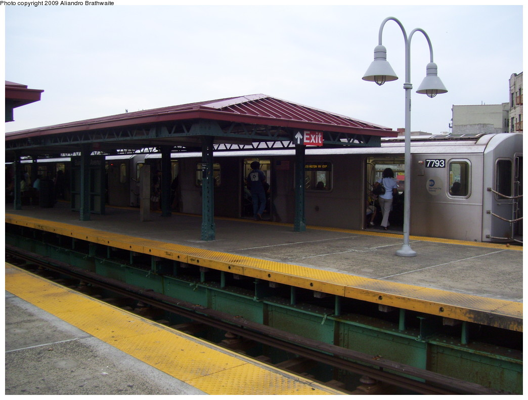 (197k, 1044x791)<br><b>Country:</b> United States<br><b>City:</b> New York<br><b>System:</b> New York City Transit<br><b>Line:</b> IRT Woodlawn Line<br><b>Location:</b> Burnside Avenue <br><b>Route:</b> 4<br><b>Car:</b> R-142A (Supplemental Order, Kawasaki, 2003-2004)  7793 <br><b>Photo by:</b> Aliandro Brathwaite<br><b>Date:</b> 6/8/2009<br><b>Viewed (this week/total):</b> 1 / 1565
