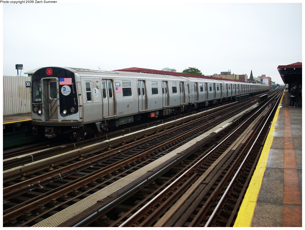 (269k, 1044x788)<br><b>Country:</b> United States<br><b>City:</b> New York<br><b>System:</b> New York City Transit<br><b>Line:</b> BMT Astoria Line<br><b>Location:</b> 30th/Grand Aves. <br><b>Route:</b> W<br><b>Car:</b> R-160B (Kawasaki, 2005-2008)  8787 <br><b>Photo by:</b> Zach Summer<br><b>Date:</b> 5/28/2009<br><b>Viewed (this week/total):</b> 3 / 951