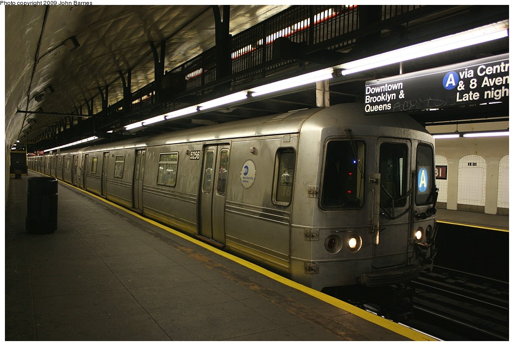 (199k, 1044x703)<br><b>Country:</b> United States<br><b>City:</b> New York<br><b>System:</b> New York City Transit<br><b>Line:</b> IND 8th Avenue Line<br><b>Location:</b> 181st Street <br><b>Route:</b> A<br><b>Car:</b> R-44 (St. Louis, 1971-73) 5256 <br><b>Photo by:</b> John Barnes<br><b>Date:</b> 6/15/2009<br><b>Viewed (this week/total):</b> 1 / 898
