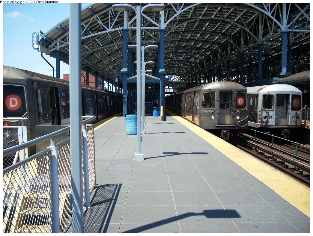 (356k, 1044x788)<br><b>Country:</b> United States<br><b>City:</b> New York<br><b>System:</b> New York City Transit<br><b>Location:</b> Coney Island/Stillwell Avenue<br><b>Route:</b> D<br><b>Car:</b> R-68 (Westinghouse-Amrail, 1986-1988)  2650 <br><b>Photo by:</b> Zach Summer<br><b>Date:</b> 5/31/2009<br><b>Notes:</b> With R68 D 2714, R42 F 4601<br><b>Viewed (this week/total):</b> 2 / 1554
