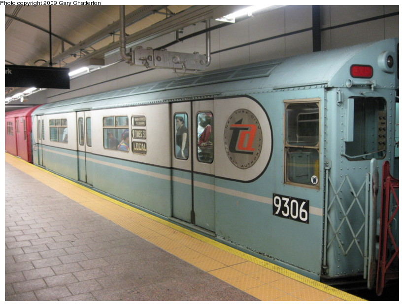 (132k, 820x620)<br><b>Country:</b> United States<br><b>City:</b> New York<br><b>System:</b> New York City Transit<br><b>Line:</b> IRT West Side Line<br><b>Location:</b> South Ferry (New Station) <br><b>Route:</b> Fan Trip<br><b>Car:</b> R-33 World's Fair (St. Louis, 1963-64) 9306 <br><b>Photo by:</b> Gary Chatterton<br><b>Date:</b> 6/20/2009<br><b>Viewed (this week/total):</b> 2 / 1645