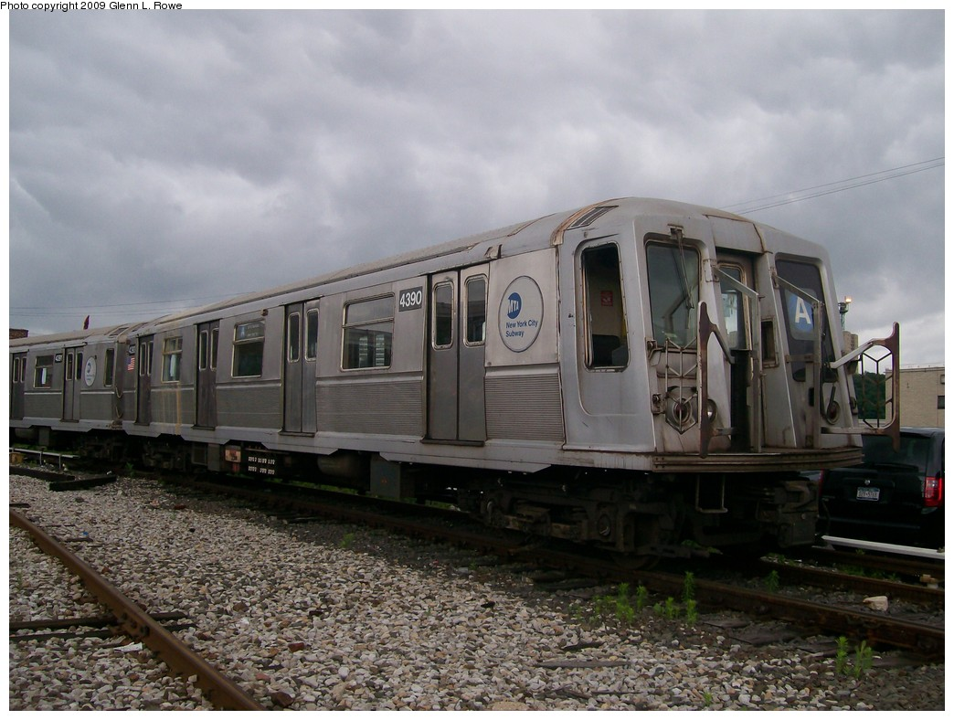 (204k, 1044x788)<br><b>Country:</b> United States<br><b>City:</b> New York<br><b>System:</b> New York City Transit<br><b>Location:</b> 207th Street Yard<br><b>Car:</b> R-40 (St. Louis, 1968)  4390 <br><b>Photo by:</b> Glenn L. Rowe<br><b>Date:</b> 6/22/2009<br><b>Viewed (this week/total):</b> 1 / 459