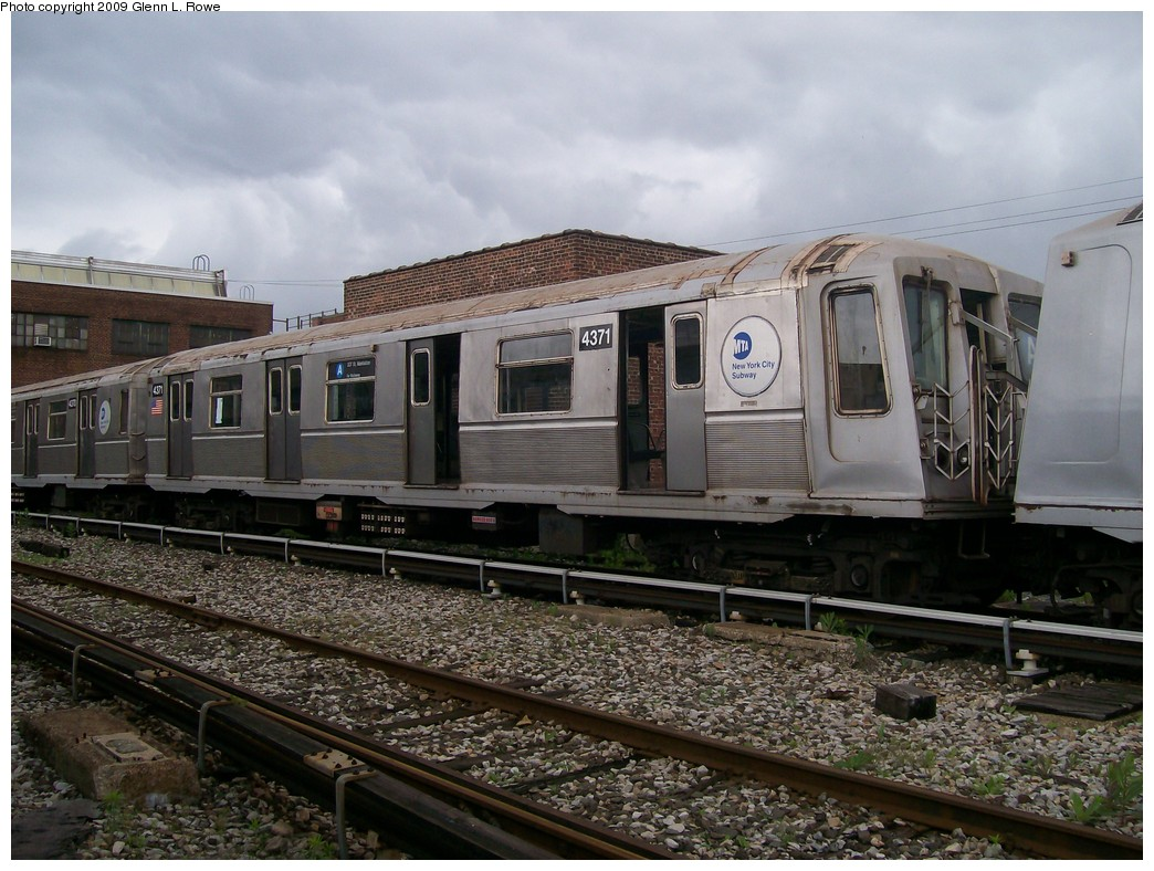 (227k, 1044x788)<br><b>Country:</b> United States<br><b>City:</b> New York<br><b>System:</b> New York City Transit<br><b>Location:</b> 207th Street Yard<br><b>Car:</b> R-40 (St. Louis, 1968)  4371 <br><b>Photo by:</b> Glenn L. Rowe<br><b>Date:</b> 6/22/2009<br><b>Notes:</b> Scrap<br><b>Viewed (this week/total):</b> 0 / 463