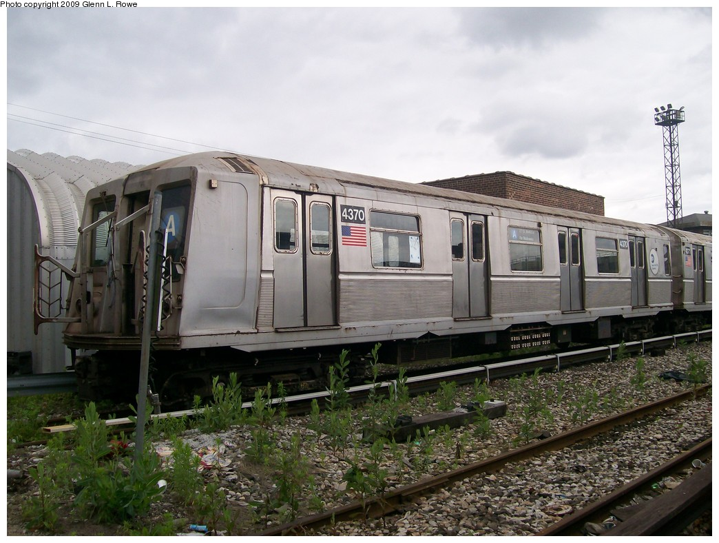(225k, 1044x788)<br><b>Country:</b> United States<br><b>City:</b> New York<br><b>System:</b> New York City Transit<br><b>Location:</b> 207th Street Yard<br><b>Car:</b> R-40 (St. Louis, 1968)  4370 <br><b>Photo by:</b> Glenn L. Rowe<br><b>Date:</b> 6/22/2009<br><b>Viewed (this week/total):</b> 1 / 678
