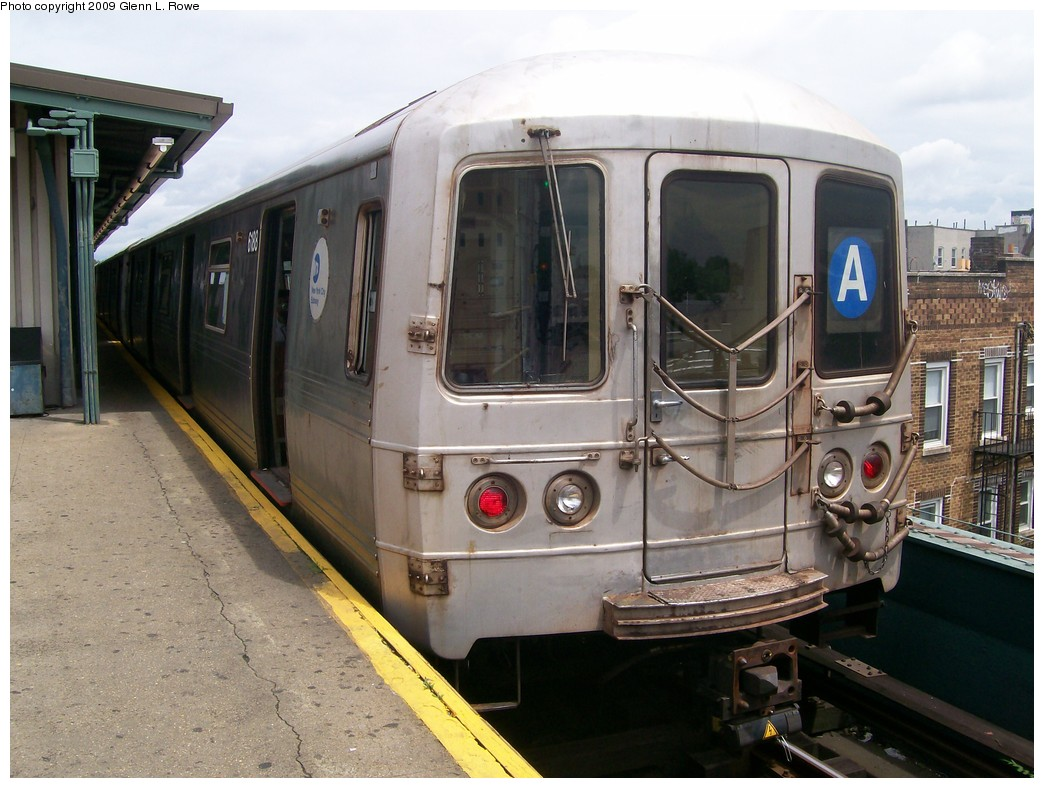 (206k, 1044x788)<br><b>Country:</b> United States<br><b>City:</b> New York<br><b>System:</b> New York City Transit<br><b>Line:</b> IND Fulton Street Line<br><b>Location:</b> Lefferts Boulevard <br><b>Route:</b> A<br><b>Car:</b> R-46 (Pullman-Standard, 1974-75) 6188 <br><b>Photo by:</b> Glenn L. Rowe<br><b>Date:</b> 6/22/2009<br><b>Viewed (this week/total):</b> 0 / 759
