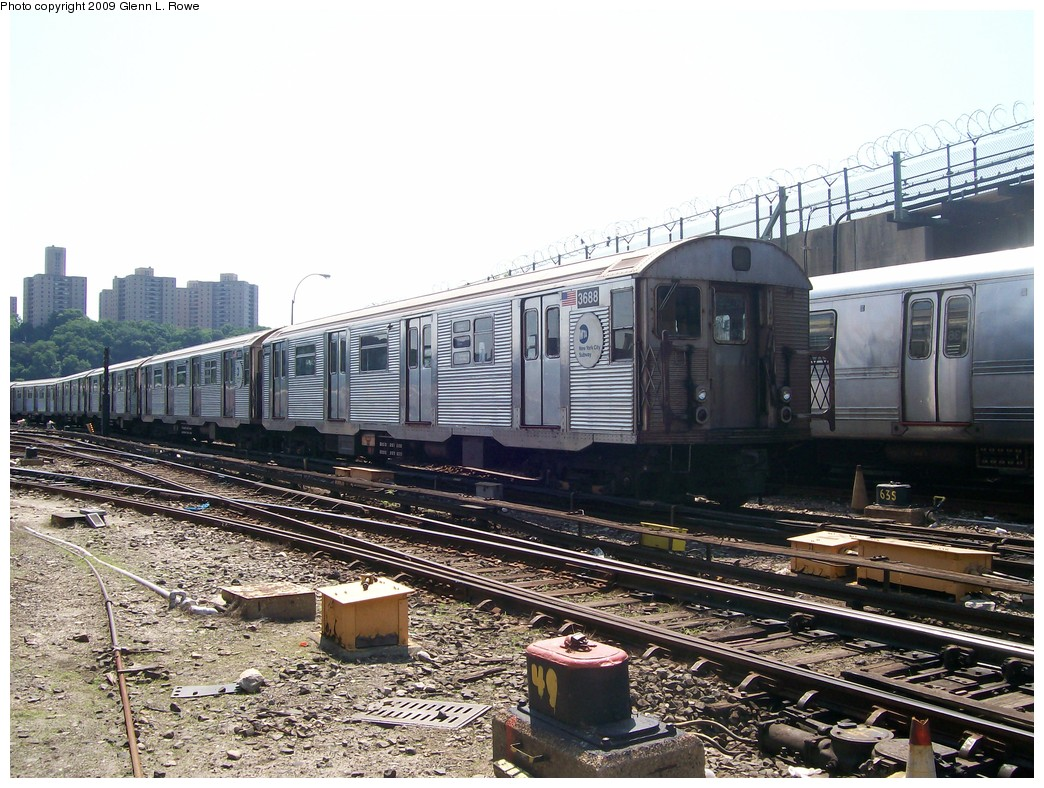 (252k, 1044x788)<br><b>Country:</b> United States<br><b>City:</b> New York<br><b>System:</b> New York City Transit<br><b>Location:</b> 207th Street Yard<br><b>Car:</b> R-32 (Budd, 1964)  3688 <br><b>Photo by:</b> Glenn L. Rowe<br><b>Date:</b> 6/30/2009<br><b>Viewed (this week/total):</b> 0 / 550