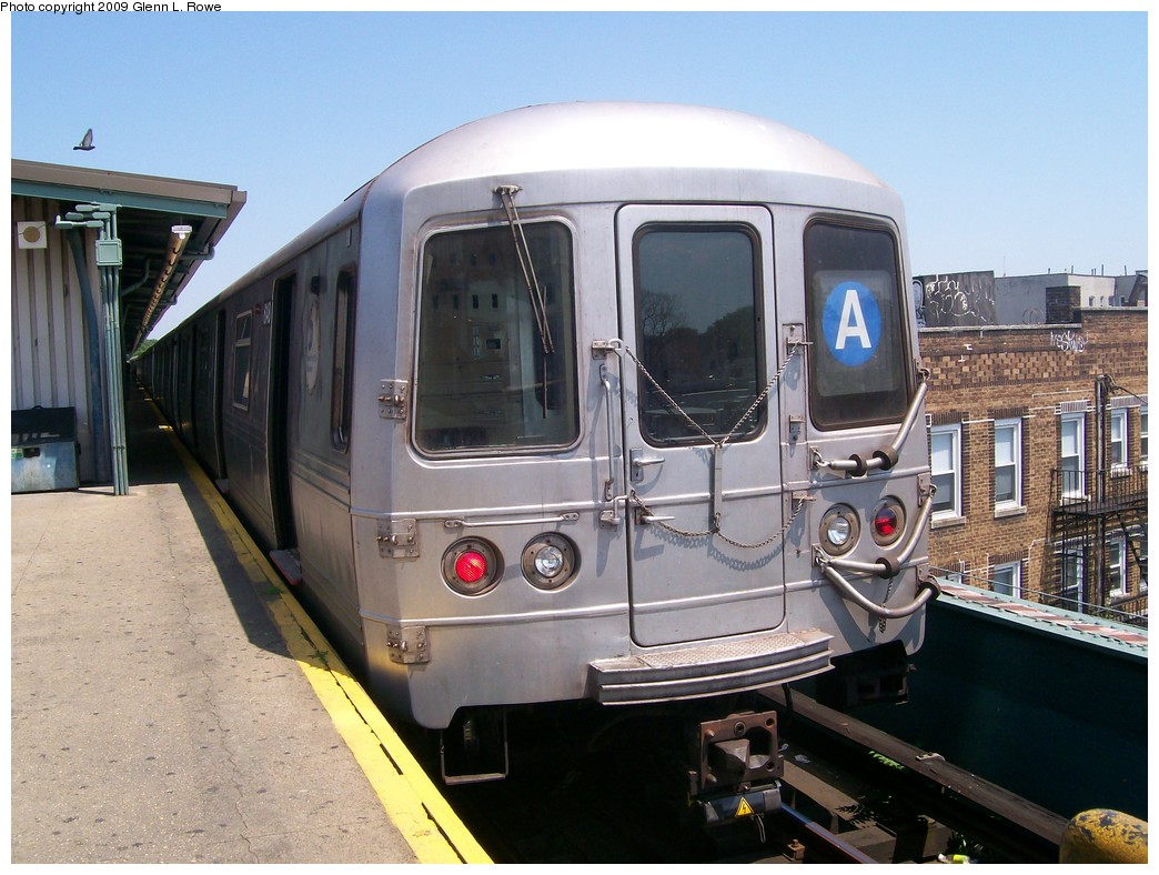 (213k, 1044x788)<br><b>Country:</b> United States<br><b>City:</b> New York<br><b>System:</b> New York City Transit<br><b>Line:</b> IND Fulton Street Line<br><b>Location:</b> Lefferts Boulevard <br><b>Route:</b> A<br><b>Car:</b> R-46 (Pullman-Standard, 1974-75) 6148 <br><b>Photo by:</b> Glenn L. Rowe<br><b>Date:</b> 6/30/2009<br><b>Viewed (this week/total):</b> 2 / 559