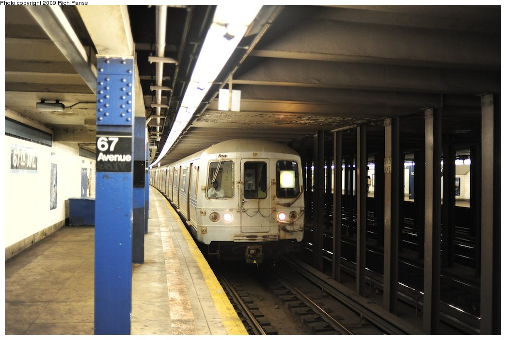 (158k, 1044x701)<br><b>Country:</b> United States<br><b>City:</b> New York<br><b>System:</b> New York City Transit<br><b>Line:</b> IND Queens Boulevard Line<br><b>Location:</b> 67th Avenue <br><b>Route:</b> F<br><b>Car:</b> R-46 (Pullman-Standard, 1974-75)  <br><b>Photo by:</b> Richard Panse<br><b>Date:</b> 6/8/2009<br><b>Viewed (this week/total):</b> 3 / 1264