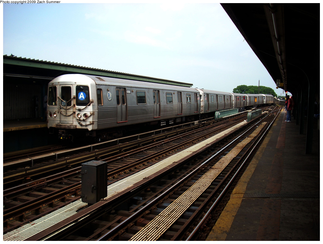 (265k, 1044x788)<br><b>Country:</b> United States<br><b>City:</b> New York<br><b>System:</b> New York City Transit<br><b>Line:</b> IND Fulton Street Line<br><b>Location:</b> Rockaway Boulevard <br><b>Route:</b> A<br><b>Car:</b> R-46 (Pullman-Standard, 1974-75) 6186 <br><b>Photo by:</b> Zach Summer<br><b>Date:</b> 6/8/2009<br><b>Viewed (this week/total):</b> 2 / 658