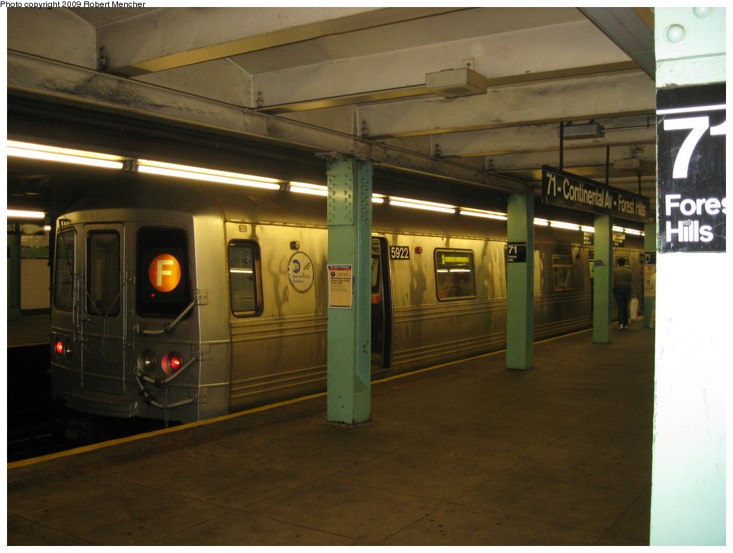 (194k, 1044x788)<br><b>Country:</b> United States<br><b>City:</b> New York<br><b>System:</b> New York City Transit<br><b>Line:</b> IND Queens Boulevard Line<br><b>Location:</b> 71st/Continental Aves./Forest Hills <br><b>Route:</b> F<br><b>Car:</b> R-46 (Pullman-Standard, 1974-75) 5922 <br><b>Photo by:</b> Robert Mencher<br><b>Date:</b> 7/4/2009<br><b>Viewed (this week/total):</b> 4 / 692