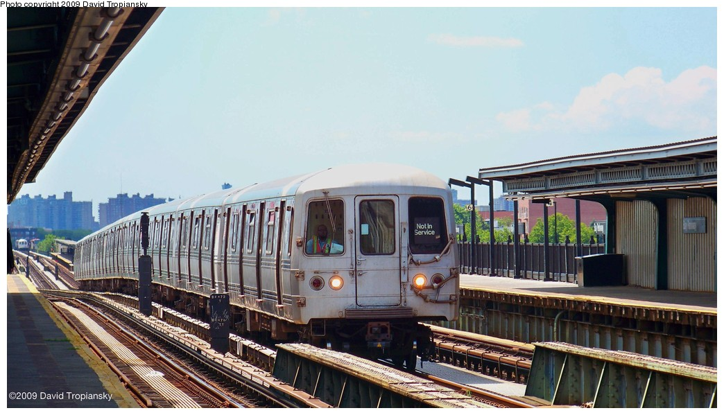 (189k, 1044x599)<br><b>Country:</b> United States<br><b>City:</b> New York<br><b>System:</b> New York City Transit<br><b>Line:</b> BMT Culver Line<br><b>Location:</b> Bay Parkway (22nd Avenue) <br><b>Car:</b> R-44 (St. Louis, 1971-73) 5308 <br><b>Photo by:</b> David Tropiansky<br><b>Date:</b> 7/8/2009<br><b>Viewed (this week/total):</b> 1 / 1267