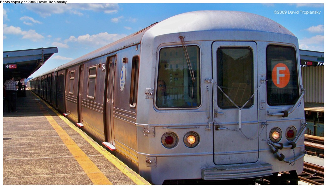 (188k, 1044x599)<br><b>Country:</b> United States<br><b>City:</b> New York<br><b>System:</b> New York City Transit<br><b>Line:</b> BMT Culver Line<br><b>Location:</b> Bay Parkway (22nd Avenue) <br><b>Route:</b> F<br><b>Car:</b> R-46 (Pullman-Standard, 1974-75) 5914 <br><b>Photo by:</b> David Tropiansky<br><b>Date:</b> 7/8/2009<br><b>Viewed (this week/total):</b> 2 / 544