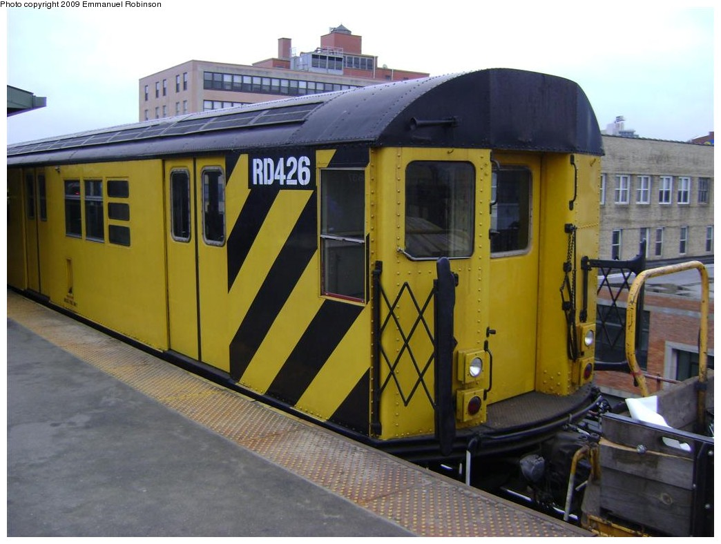 (180k, 1044x788)<br><b>Country:</b> United States<br><b>City:</b> New York<br><b>System:</b> New York City Transit<br><b>Line:</b> IRT Flushing Line<br><b>Location:</b> Queensborough Plaza <br><b>Route:</b> Work Service<br><b>Car:</b> R-161 Rider Car (ex-R-33)  RD426 <br><b>Photo by:</b> Emmanuel Robinson<br><b>Date:</b> 6/24/2009<br><b>Viewed (this week/total):</b> 2 / 344