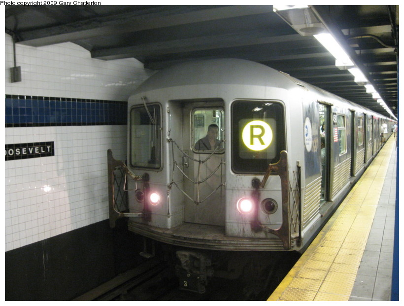 (125k, 820x620)<br><b>Country:</b> United States<br><b>City:</b> New York<br><b>System:</b> New York City Transit<br><b>Line:</b> IND Queens Boulevard Line<br><b>Location:</b> Roosevelt Avenue <br><b>Route:</b> R<br><b>Car:</b> R-42 (St. Louis, 1969-1970)  4590 <br><b>Photo by:</b> Gary Chatterton<br><b>Date:</b> 7/3/2009<br><b>Viewed (this week/total):</b> 0 / 872
