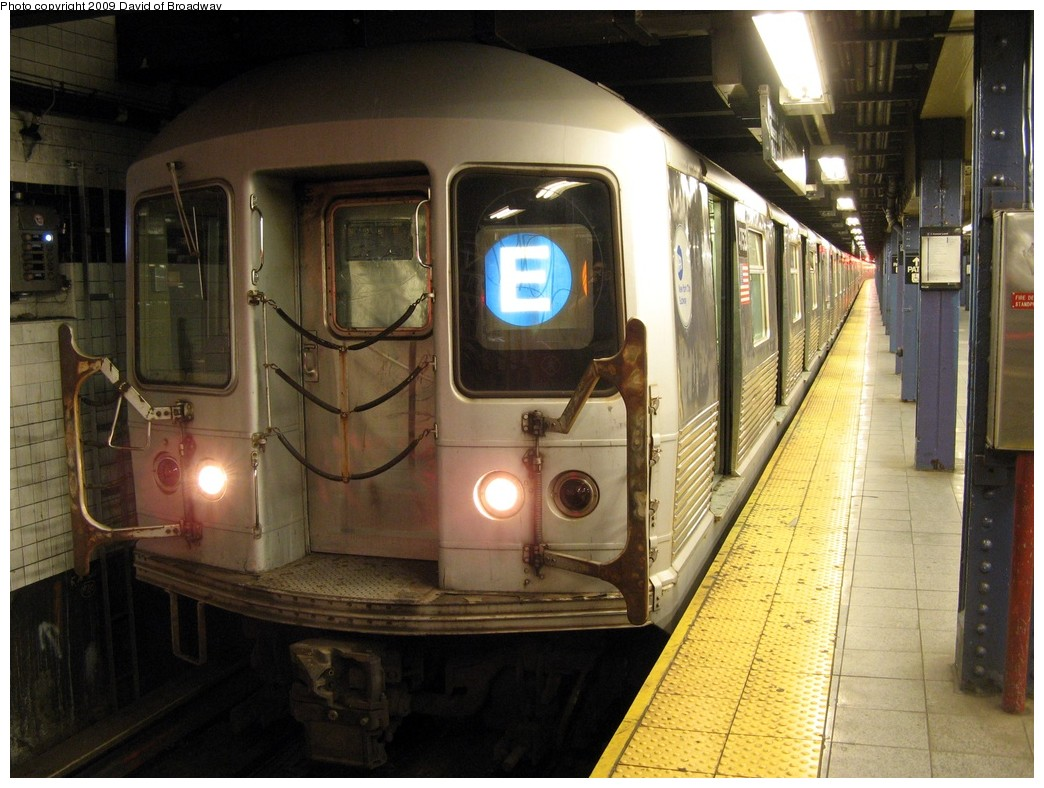 (213k, 1044x788)<br><b>Country:</b> United States<br><b>City:</b> New York<br><b>System:</b> New York City Transit<br><b>Line:</b> IND 8th Avenue Line<br><b>Location:</b> Chambers Street/World Trade Center <br><b>Route:</b> E<br><b>Car:</b> R-42 (St. Louis, 1969-1970)  4753 <br><b>Photo by:</b> David of Broadway<br><b>Date:</b> 7/13/2009<br><b>Viewed (this week/total):</b> 7 / 881