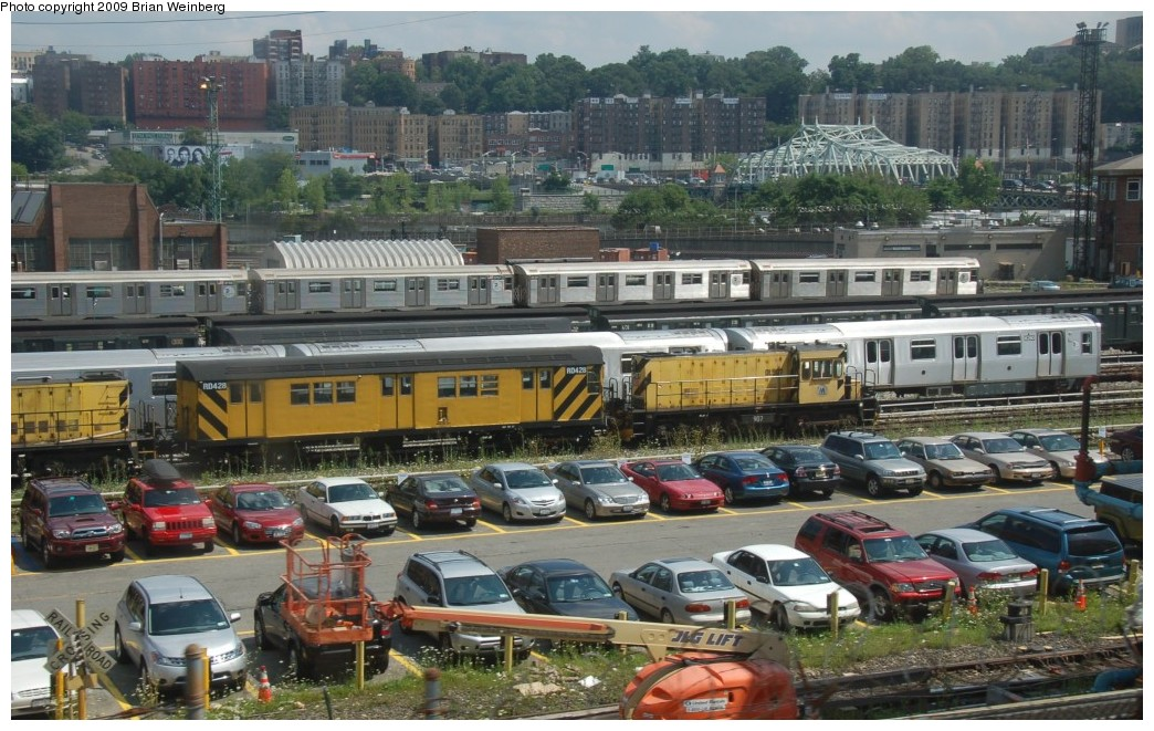 (289k, 1044x661)<br><b>Country:</b> United States<br><b>City:</b> New York<br><b>System:</b> New York City Transit<br><b>Location:</b> 207th Street Yard<br><b>Car:</b> R-161 Rider Car (ex-R-33)  RD428 <br><b>Photo by:</b> Brian Weinberg<br><b>Date:</b> 7/30/2009<br><b>Viewed (this week/total):</b> 6 / 629