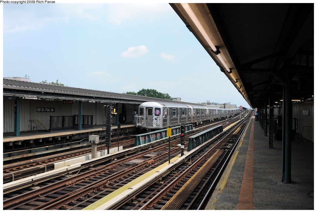 (181k, 1044x701)<br><b>Country:</b> United States<br><b>City:</b> New York<br><b>System:</b> New York City Transit<br><b>Line:</b> IRT Flushing Line<br><b>Location:</b> 69th Street/Fisk Avenue <br><b>Route:</b> 7<br><b>Car:</b> R-62A (Bombardier, 1984-1987)  1735 <br><b>Photo by:</b> Richard Panse<br><b>Date:</b> 8/3/2009<br><b>Viewed (this week/total):</b> 2 / 581