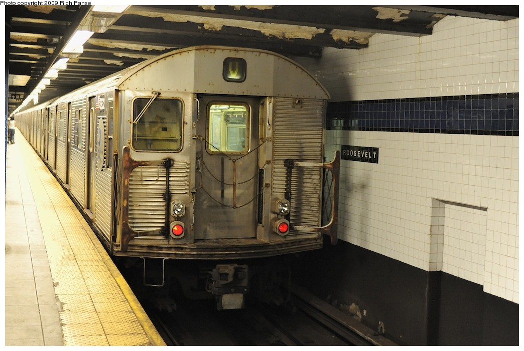(186k, 1044x701)<br><b>Country:</b> United States<br><b>City:</b> New York<br><b>System:</b> New York City Transit<br><b>Line:</b> IND Queens Boulevard Line<br><b>Location:</b> Roosevelt Avenue <br><b>Route:</b> V<br><b>Car:</b> R-32 (Budd, 1964)  3932 <br><b>Photo by:</b> Richard Panse<br><b>Date:</b> 8/3/2009<br><b>Viewed (this week/total):</b> 1 / 501
