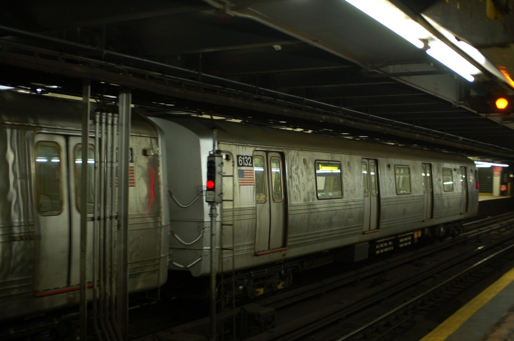 (178k, 1024x680)<br><b>Country:</b> United States<br><b>City:</b> New York<br><b>System:</b> New York City Transit<br><b>Line:</b> IND 8th Avenue Line<br><b>Location:</b> 181st Street <br><b>Route:</b> A<br><b>Car:</b> R-46 (Pullman-Standard, 1974-75) 6132 <br><b>Photo by:</b> Brian Weinberg<br><b>Date:</b> 8/2/2009<br><b>Viewed (this week/total):</b> 2 / 638