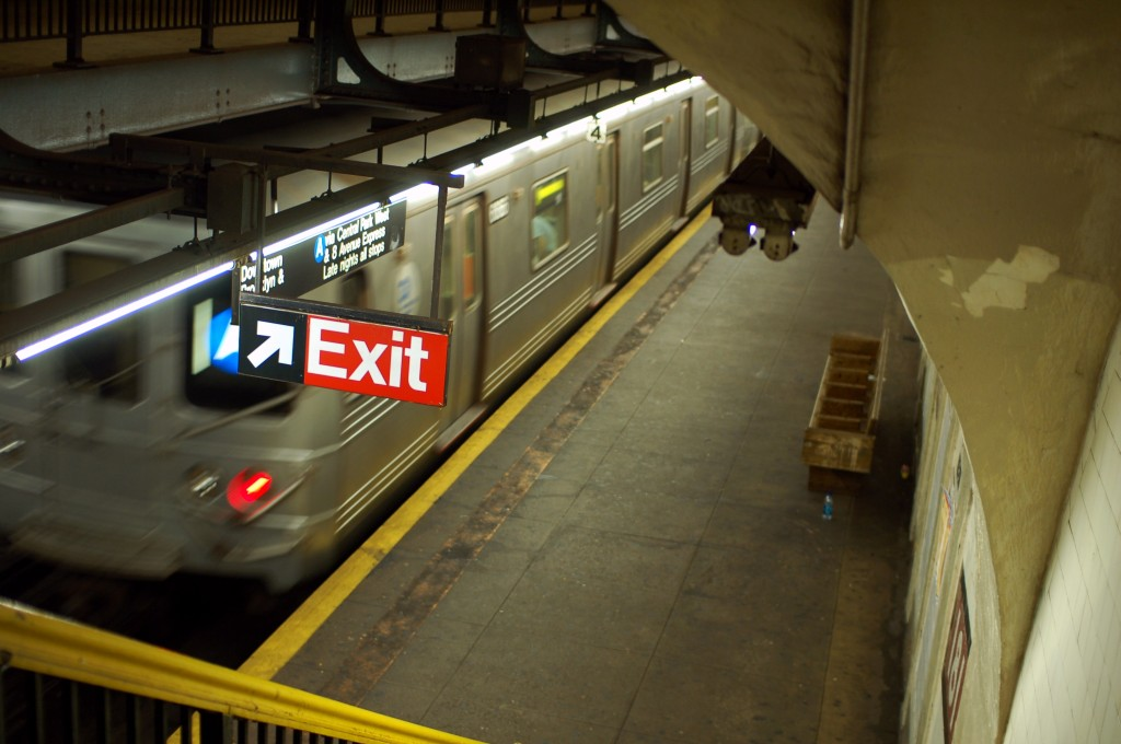 (193k, 1024x680)<br><b>Country:</b> United States<br><b>City:</b> New York<br><b>System:</b> New York City Transit<br><b>Line:</b> IND 8th Avenue Line<br><b>Location:</b> 181st Street <br><b>Route:</b> A<br><b>Car:</b> R-46 (Pullman-Standard, 1974-75)  <br><b>Photo by:</b> Brian Weinberg<br><b>Date:</b> 8/2/2009<br><b>Viewed (this week/total):</b> 1 / 623