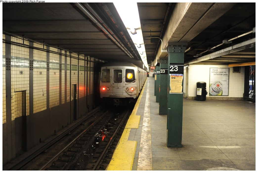 (168k, 1044x701)<br><b>Country:</b> United States<br><b>City:</b> New York<br><b>System:</b> New York City Transit<br><b>Line:</b> IND 6th Avenue Line<br><b>Location:</b> 23rd Street <br><b>Route:</b> F<br><b>Car:</b> R-46 (Pullman-Standard, 1974-75)  <br><b>Photo by:</b> Richard Panse<br><b>Date:</b> 8/18/2009<br><b>Viewed (this week/total):</b> 0 / 675