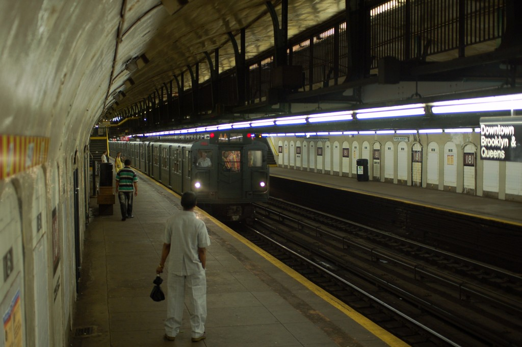 (208k, 1024x680)<br><b>Country:</b> United States<br><b>City:</b> New York<br><b>System:</b> New York City Transit<br><b>Line:</b> IND 8th Avenue Line<br><b>Location:</b> 181st Street <br><b>Route:</b> Fan Trip<br><b>Car:</b> R-6-3 (American Car & Foundry, 1935)  1000 <br><b>Photo by:</b> Brian Weinberg<br><b>Date:</b> 8/2/2009<br><b>Viewed (this week/total):</b> 1 / 1565