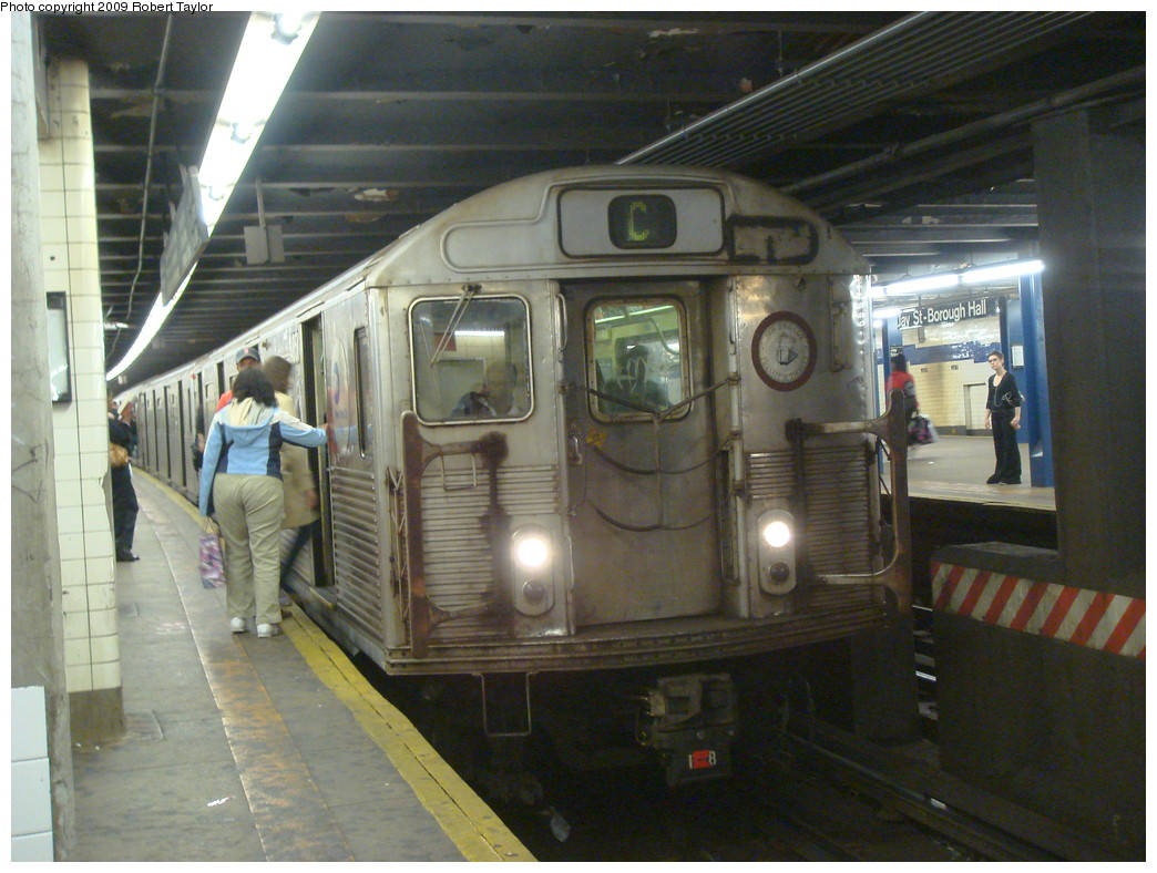 (242k, 1044x788)<br><b>Country:</b> United States<br><b>City:</b> New York<br><b>System:</b> New York City Transit<br><b>Line:</b> IND 8th Avenue Line<br><b>Location:</b> Jay St./Metrotech (Borough Hall) <br><b>Route:</b> C<br><b>Car:</b> R-38 (St. Louis, 1966-1967)  4051 <br><b>Photo by:</b> Robert Taylor<br><b>Date:</b> 10/20/2007<br><b>Viewed (this week/total):</b> 6 / 1190