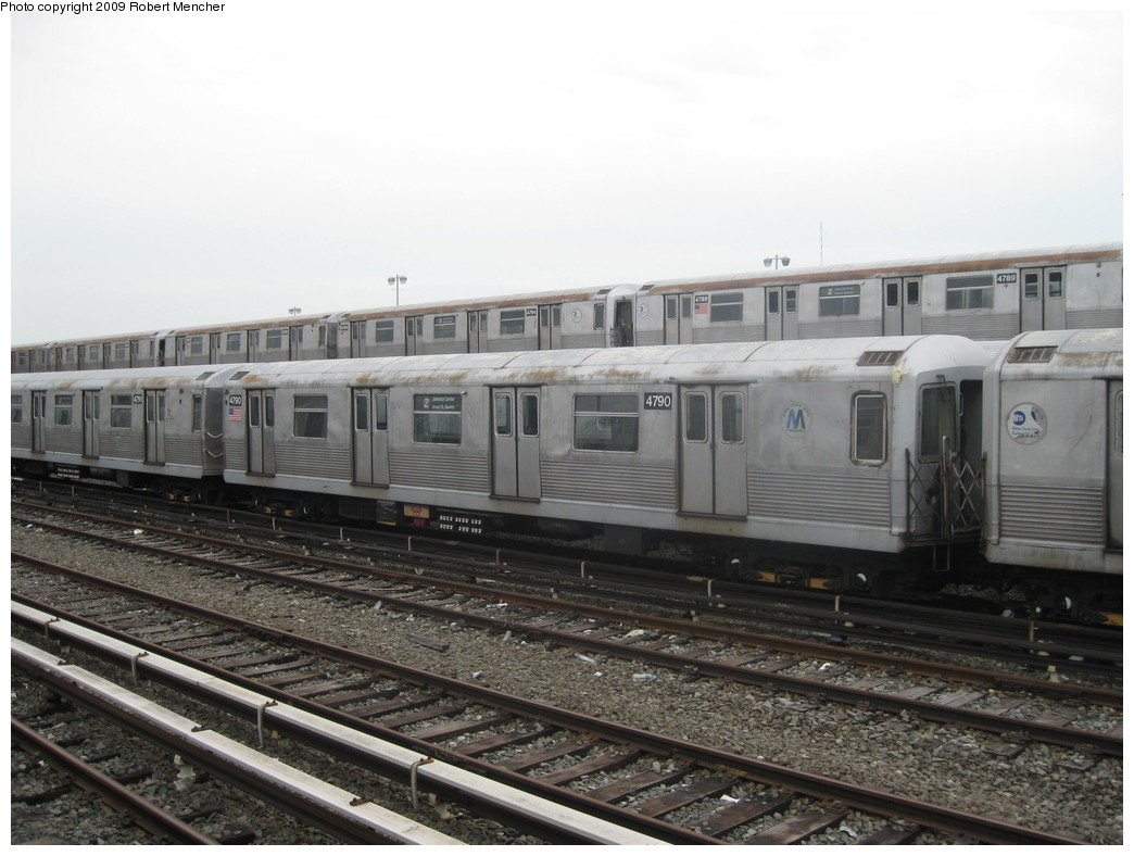 (197k, 1044x788)<br><b>Country:</b> United States<br><b>City:</b> New York<br><b>System:</b> New York City Transit<br><b>Location:</b> East New York Yard/Shops<br><b>Car:</b> R-42 (St. Louis, 1969-1970)  4790, 4789... <br><b>Photo by:</b> Robert Mencher<br><b>Date:</b> 9/8/2009<br><b>Viewed (this week/total):</b> 1 / 368