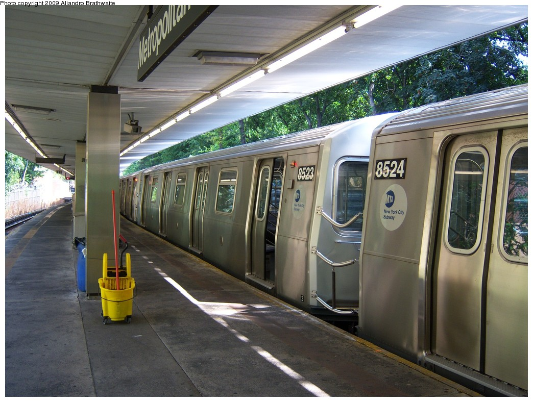 (254k, 1044x788)<br><b>Country:</b> United States<br><b>City:</b> New York<br><b>System:</b> New York City Transit<br><b>Line:</b> BMT Myrtle Avenue Line<br><b>Location:</b> Metropolitan Avenue <br><b>Route:</b> M<br><b>Car:</b> R-160A-1 (Alstom, 2005-2008, 4 car sets)  8523 <br><b>Photo by:</b> Aliandro Brathwaite<br><b>Date:</b> 8/26/2009<br><b>Viewed (this week/total):</b> 0 / 1427