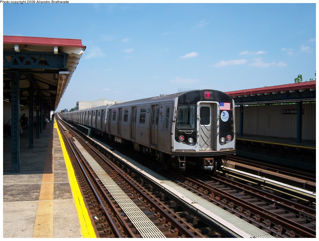 (248k, 1044x788)<br><b>Country:</b> United States<br><b>City:</b> New York<br><b>System:</b> New York City Transit<br><b>Line:</b> BMT Astoria Line<br><b>Location:</b> 39th/Beebe Aves. <br><b>Route:</b> N<br><b>Car:</b> R-160B (Kawasaki, 2005-2008)  8932 <br><b>Photo by:</b> Aliandro Brathwaite<br><b>Date:</b> 8/26/2009<br><b>Viewed (this week/total):</b> 1 / 602