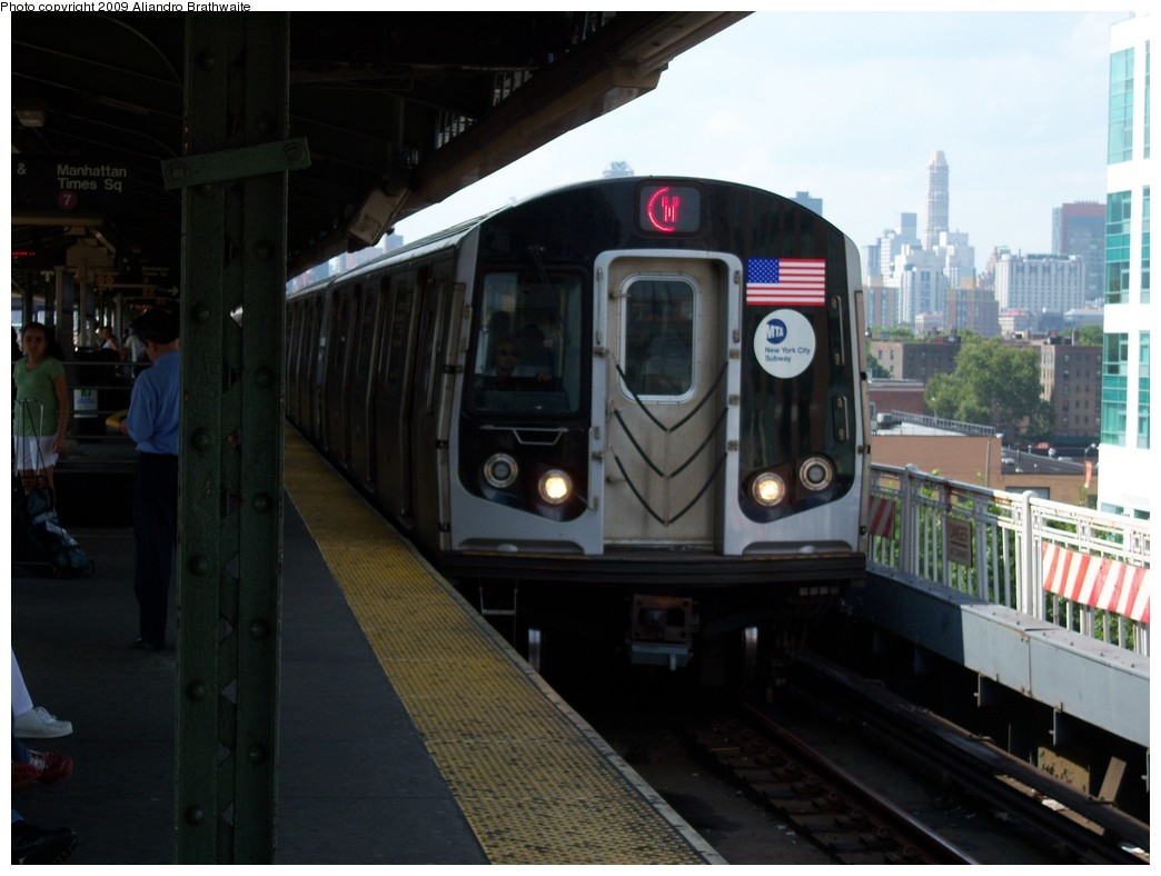 (183k, 1044x788)<br><b>Country:</b> United States<br><b>City:</b> New York<br><b>System:</b> New York City Transit<br><b>Line:</b> BMT Astoria Line<br><b>Location:</b> Queensborough Plaza <br><b>Route:</b> W<br><b>Car:</b> R-160B (Option 1) (Kawasaki, 2008-2009)  9072 <br><b>Photo by:</b> Aliandro Brathwaite<br><b>Date:</b> 8/21/2009<br><b>Viewed (this week/total):</b> 5 / 880