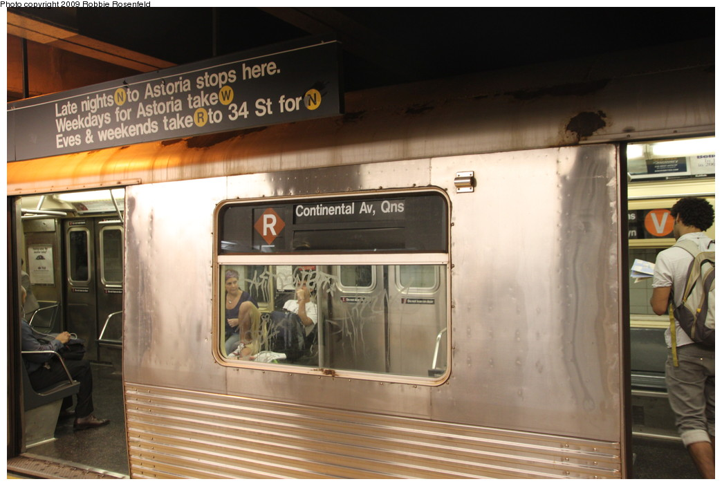 (189k, 1044x703)<br><b>Country:</b> United States<br><b>City:</b> New York<br><b>System:</b> New York City Transit<br><b>Line:</b> BMT Broadway Line<br><b>Location:</b> Whitehall Street <br><b>Car:</b> R-42 (St. Louis, 1969-1970)   <br><b>Photo by:</b> Robbie Rosenfeld<br><b>Date:</b> 7/28/2009<br><b>Notes:</b> Brown diamond-R rollsign.<br><b>Viewed (this week/total):</b> 4 / 2063