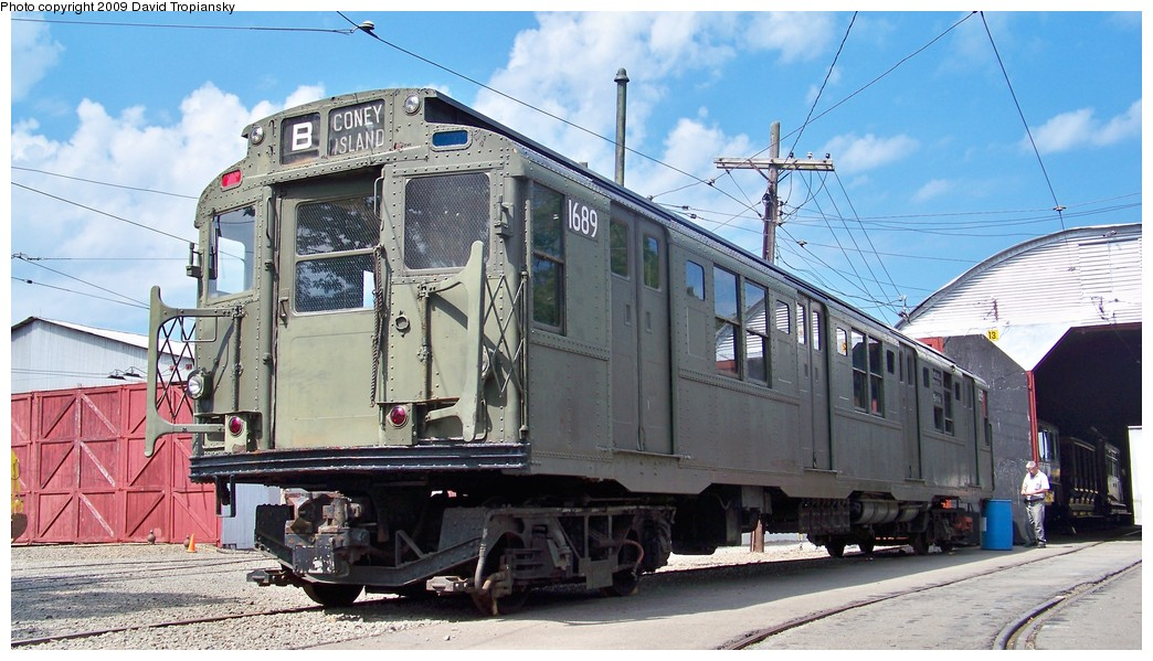(217k, 1044x599)<br><b>Country:</b> United States<br><b>City:</b> East Haven/Branford, Ct.<br><b>System:</b> Shore Line Trolley Museum <br><b>Car:</b> R-9 (American Car & Foundry, 1940)  1689 <br><b>Photo by:</b> David Tropiansky<br><b>Date:</b> 9/5/2009<br><b>Viewed (this week/total):</b> 1 / 310