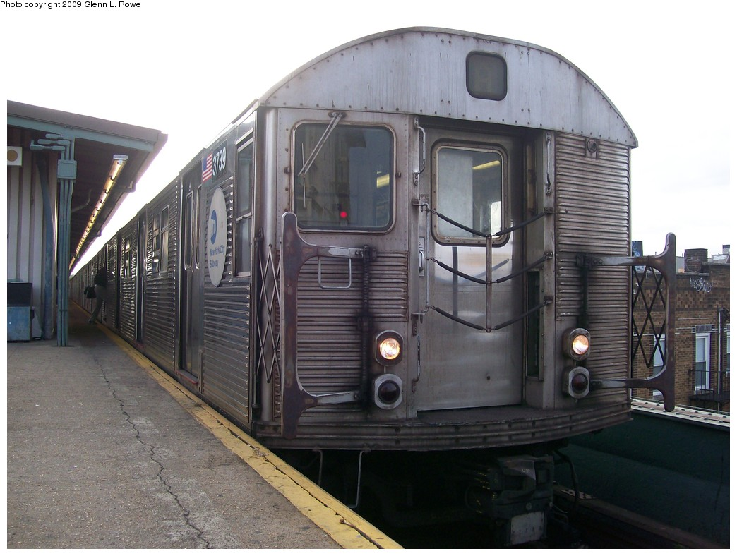 (194k, 1044x788)<br><b>Country:</b> United States<br><b>City:</b> New York<br><b>System:</b> New York City Transit<br><b>Line:</b> IND Fulton Street Line<br><b>Location:</b> Lefferts Boulevard <br><b>Route:</b> A<br><b>Car:</b> R-32 (Budd, 1964)  3739 <br><b>Photo by:</b> Glenn L. Rowe<br><b>Date:</b> 9/23/2009<br><b>Viewed (this week/total):</b> 2 / 305