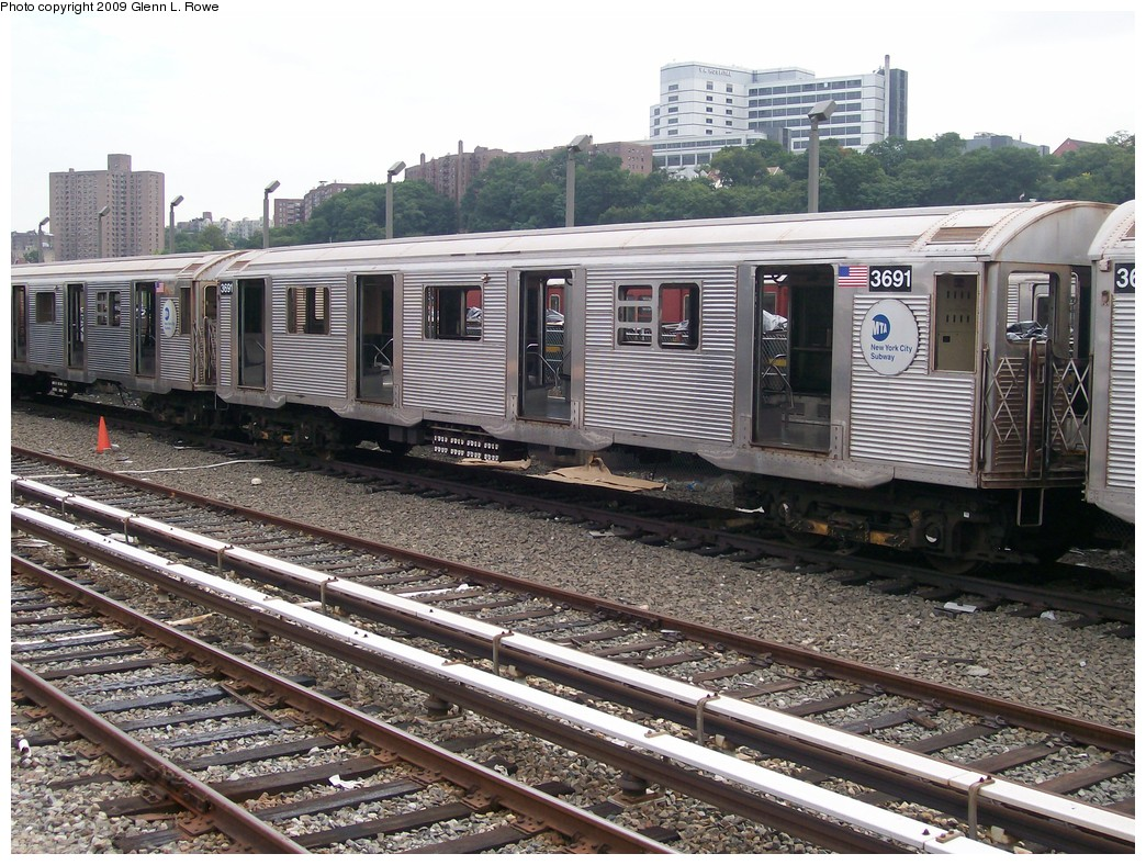 (281k, 1044x788)<br><b>Country:</b> United States<br><b>City:</b> New York<br><b>System:</b> New York City Transit<br><b>Location:</b> 207th Street Yard<br><b>Car:</b> R-32 (Budd, 1964)  3691 <br><b>Photo by:</b> Glenn L. Rowe<br><b>Date:</b> 9/23/2009<br><b>Notes:</b> Scrap<br><b>Viewed (this week/total):</b> 1 / 615