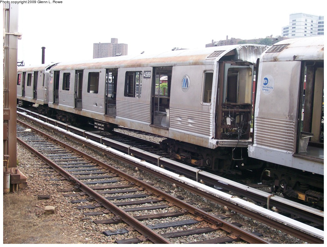 (261k, 1044x788)<br><b>Country:</b> United States<br><b>City:</b> New York<br><b>System:</b> New York City Transit<br><b>Location:</b> 207th Street Yard<br><b>Car:</b> R-42 (St. Louis, 1969-1970)  4589 <br><b>Photo by:</b> Glenn L. Rowe<br><b>Date:</b> 9/23/2009<br><b>Notes:</b> Scrap<br><b>Viewed (this week/total):</b> 1 / 437