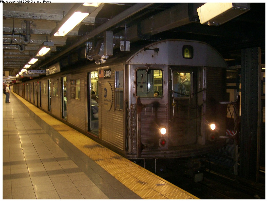 (186k, 1044x788)<br><b>Country:</b> United States<br><b>City:</b> New York<br><b>System:</b> New York City Transit<br><b>Line:</b> IND 8th Avenue Line<br><b>Location:</b> Canal Street-Holland Tunnel <br><b>Route:</b> A<br><b>Car:</b> R-32 (Budd, 1964)  3489 <br><b>Photo by:</b> Glenn L. Rowe<br><b>Date:</b> 9/25/2009<br><b>Viewed (this week/total):</b> 6 / 755