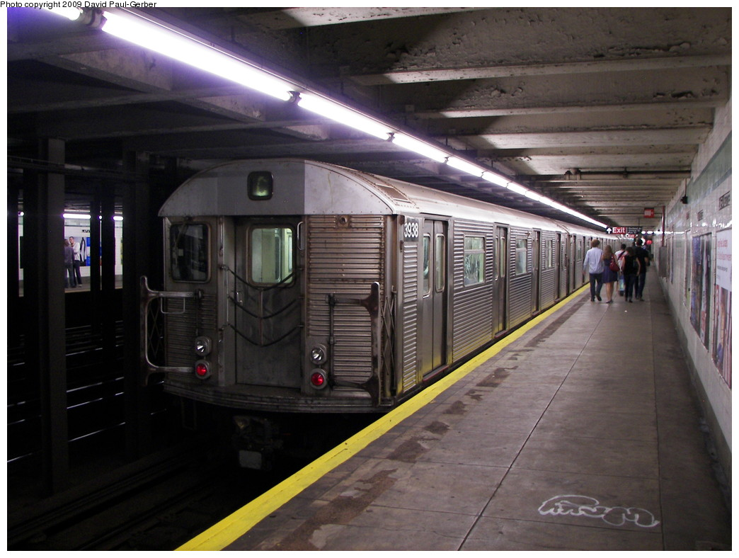 (252k, 1044x788)<br><b>Country:</b> United States<br><b>City:</b> New York<br><b>System:</b> New York City Transit<br><b>Line:</b> IND Fulton Street Line<br><b>Location:</b> Lafayette Avenue <br><b>Route:</b> C<br><b>Car:</b> R-32 (Budd, 1964)  3938 <br><b>Photo by:</b> David-Paul Gerber<br><b>Date:</b> 9/25/2009<br><b>Viewed (this week/total):</b> 0 / 1127