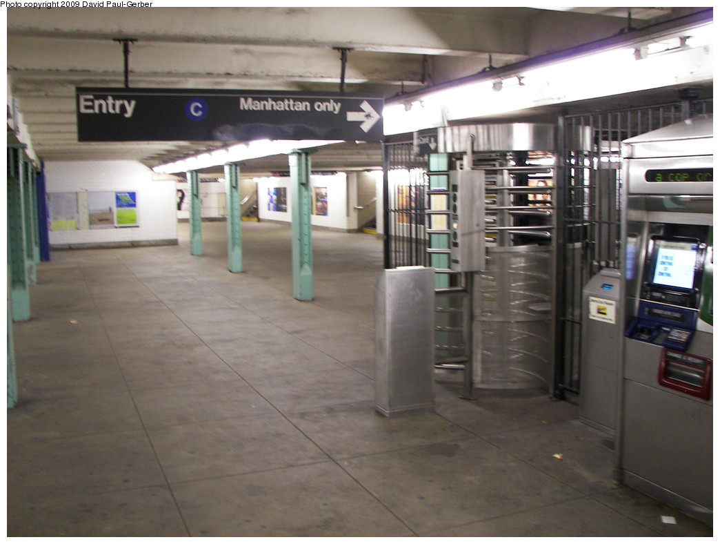 (232k, 1044x788)<br><b>Country:</b> United States<br><b>City:</b> New York<br><b>System:</b> New York City Transit<br><b>Line:</b> IND Fulton Street Line<br><b>Location:</b> Lafayette Avenue <br><b>Photo by:</b> David-Paul Gerber<br><b>Date:</b> 9/25/2009<br><b>Viewed (this week/total):</b> 4 / 635