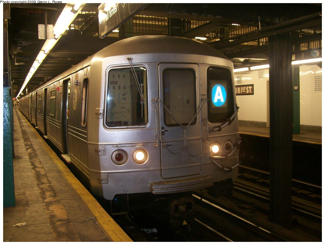 (199k, 1044x788)<br><b>Country:</b> United States<br><b>City:</b> New York<br><b>System:</b> New York City Transit<br><b>Line:</b> IND 8th Avenue Line<br><b>Location:</b> 181st Street <br><b>Route:</b> A<br><b>Car:</b> R-46 (Pullman-Standard, 1974-75) 6204 <br><b>Photo by:</b> Glenn L. Rowe<br><b>Date:</b> 9/28/2009<br><b>Viewed (this week/total):</b> 2 / 716